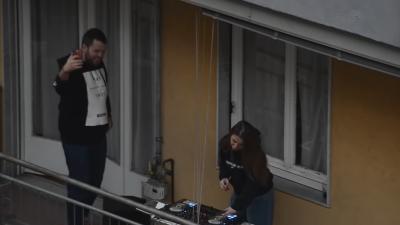 """(VIDEO) ანტივირუსული """"დისკოტეკა"""" მილანის აივნებზე"""